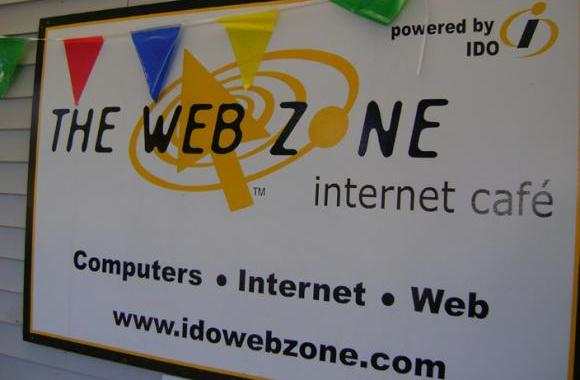 Store front at The Web Zone 1357 River Rd. Eugene, Oregon